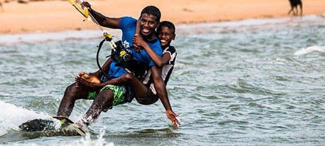 Learn kitesurf in Sri Lanka !