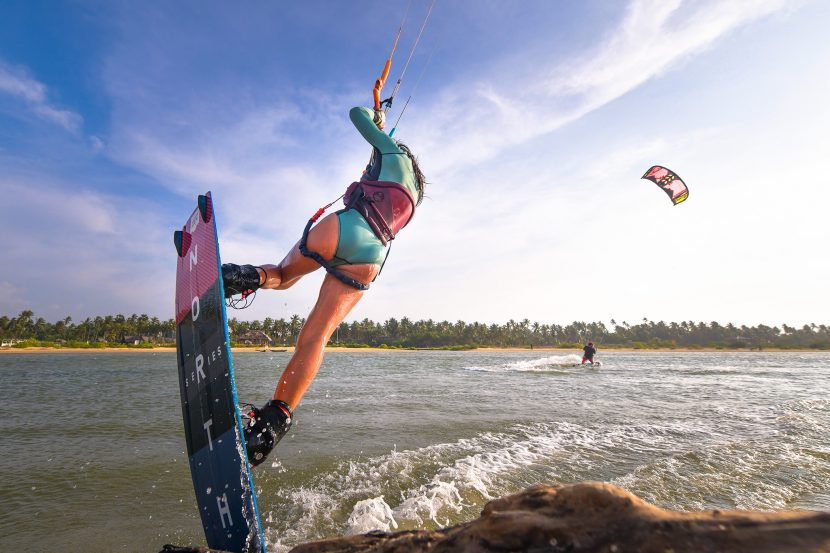 learn to kitesurf - first jump on your kiteboard