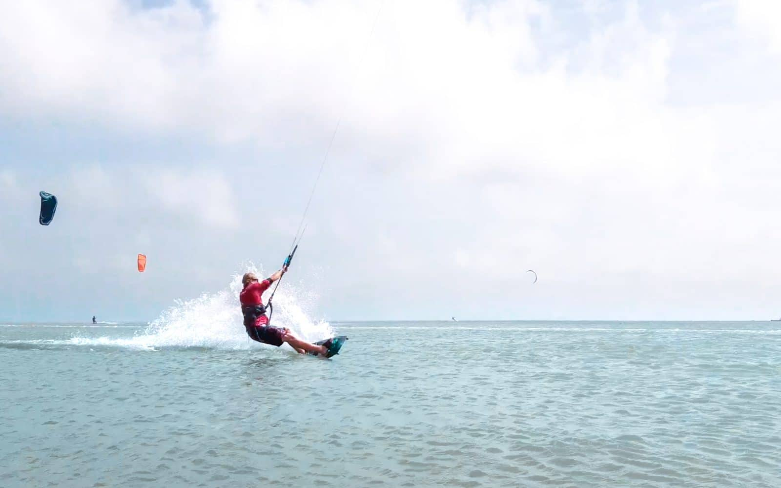 Inverted front roll - a step by step guide to mastering this kitesurfing trick 2