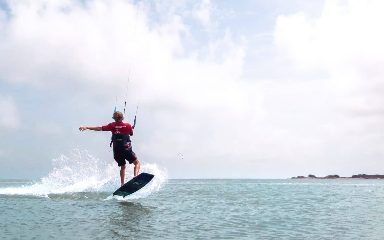Inverted front roll - a step by step guide to mastering this kitesurfing trick 3