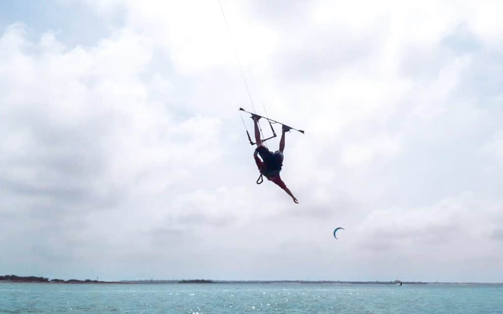 Inverted front roll - a step by step guide to mastering this kitesurfing trick 5