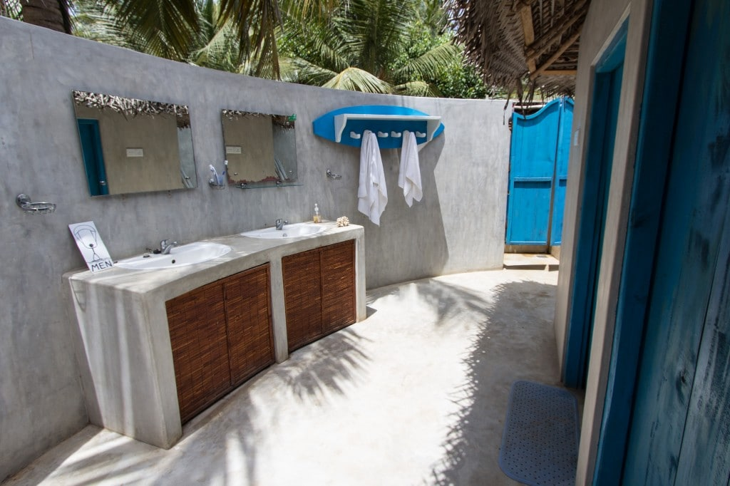 Kitesurfinglanka common bathroom
